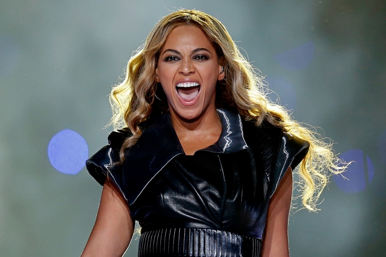 beyonce-performs-during-the-pepsi-super-bowl-xlvii-halftime-show-at-the-mercedes-benz-superdome-on-february-3-2013